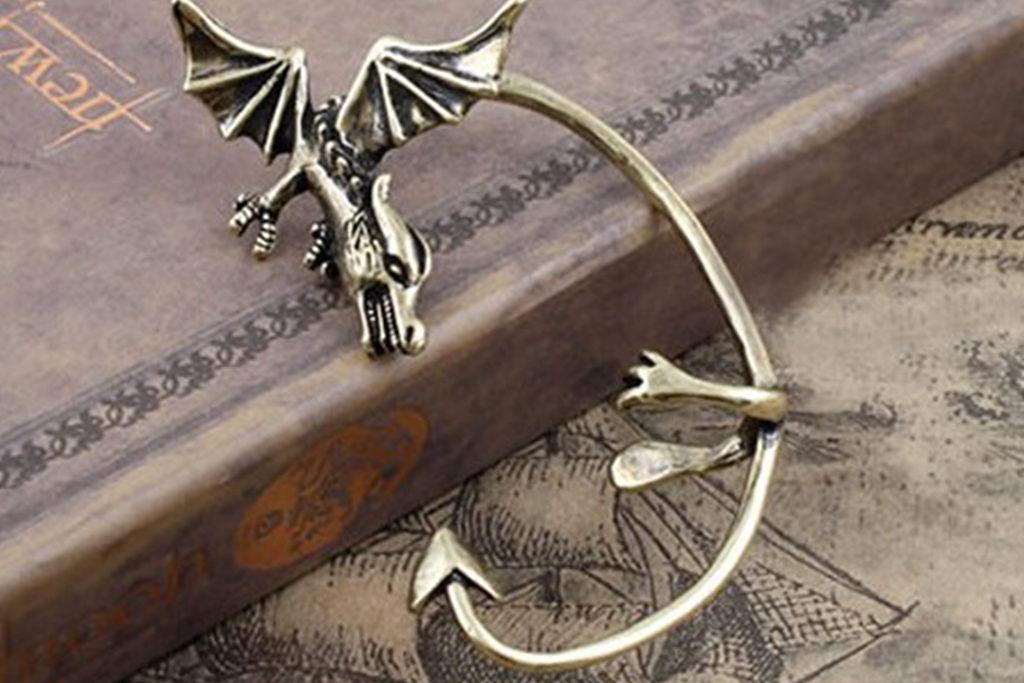 ドラゴンのフェイクピアス